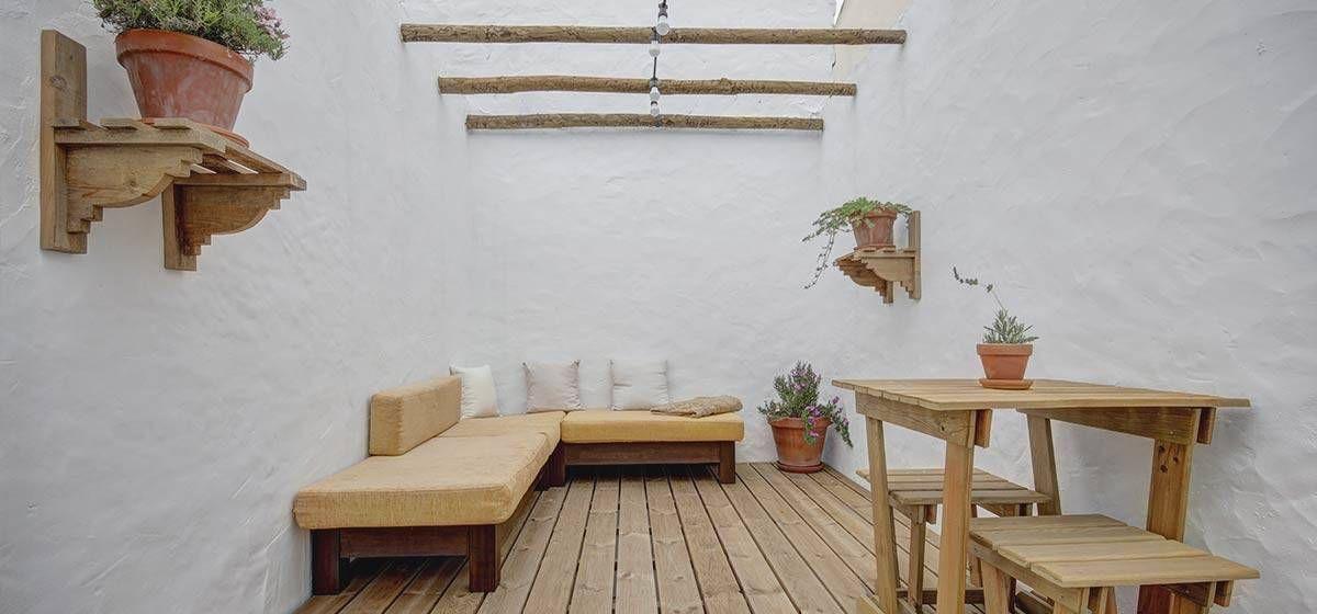 Castaway Guesthouse In Ferrel Portugal The Hidden Community Surf Guest House Hostel Peniche