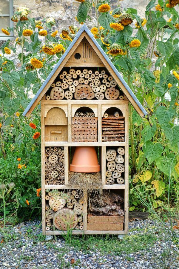 Dekoratives Hölzernes Haus Handwerker-Built Insect Hotels Stockfoto - Bild von hölzern, gehäuse: 35016338