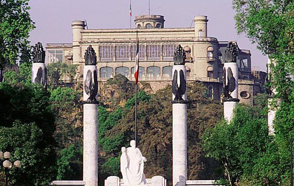 Monumento a los Niños Heroes y Castillo de Chapultepec I Ciudad de Mexico , Mexico
