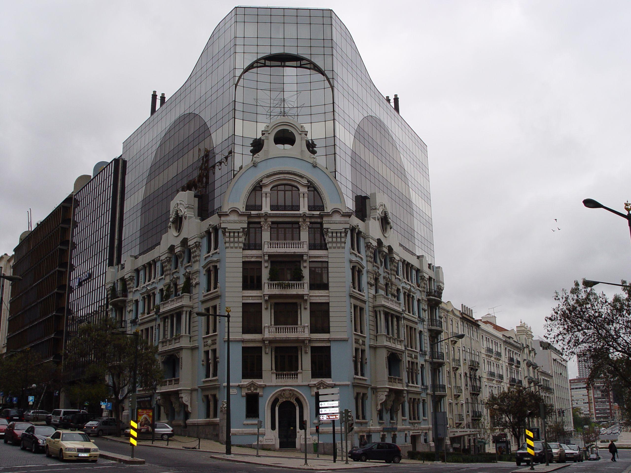 Edifício recuperado e modernizado. A arte da fusão do estilo antigo ao moderno.