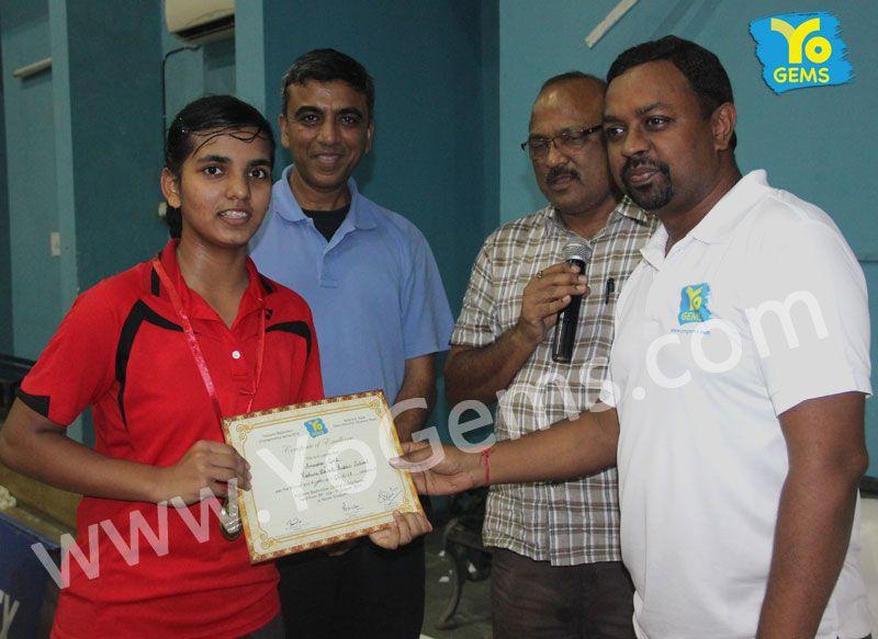 Yochamp, Anusha Goel receiving award for winning with 19-21,21-7,21-18 in Girls Singles U15 YoGems Badminton Championship series,Noida