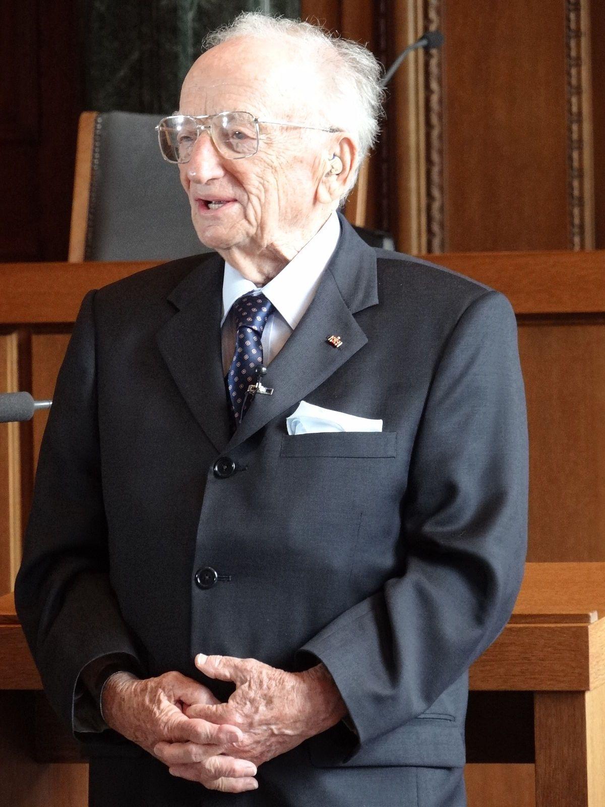 prosecutor benjamin ferencz at the einsatzgruppen trial portrait  prosecutor benjamin ferencz at the einsatzgruppen trial portrait benjamin b ferencz nuremberg