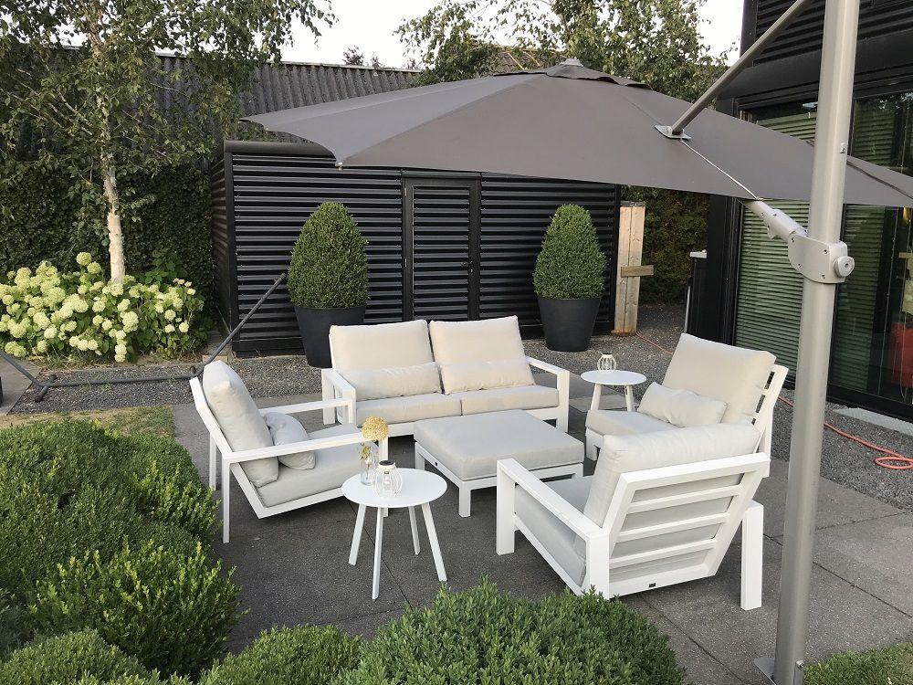 Modernes Sessel-Sofa Lounge-Set mit schönem Ampelschirm #gartenmöbel