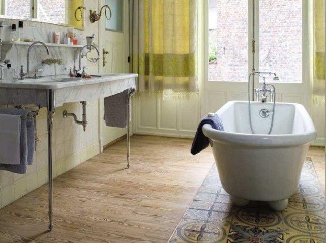 salle de bain melange parquet carrelage sous baignoire recherche google salles de bain. Black Bedroom Furniture Sets. Home Design Ideas