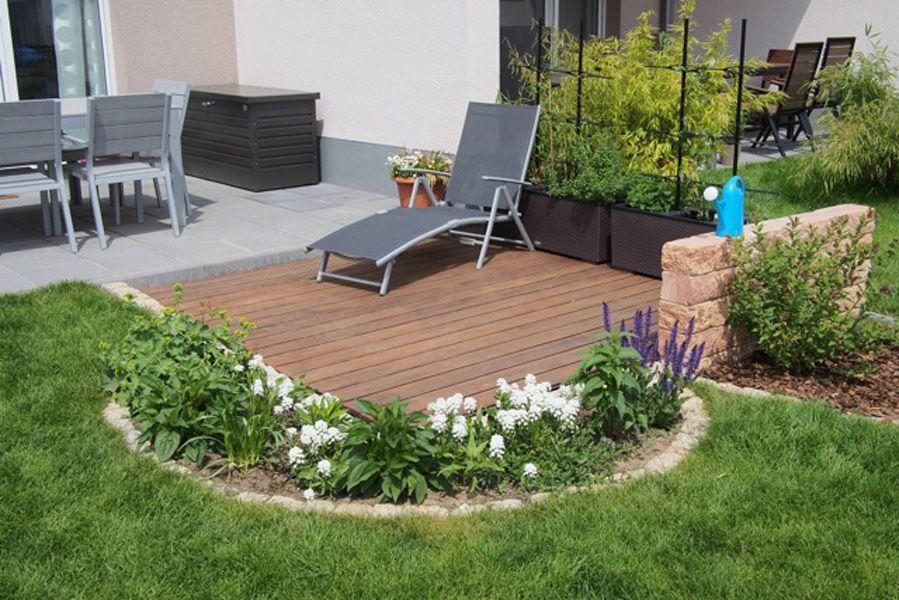 Erweiterung Terrasse Mittels Eines Holzdecks Mit Angrenzender Sitzmauer Und Staudenbeet Gartendekoration Gartengestaltung Gartendesign Ideen