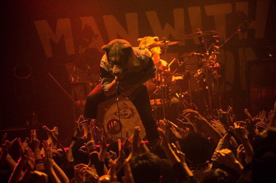 いいね!10.9千件、コメント26件 ― Man With A Missionさん(@mwamofficial)のInstagramアカウント: 「Awesome 2nd night with @badreligionband 🤘🏼 . #manwithamission #mwam #music #rock #punk #punkspring…」