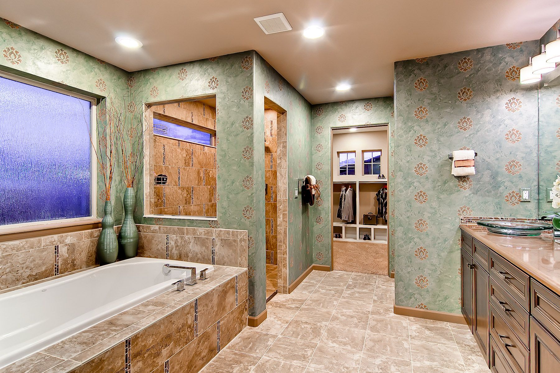 The Boulderado Master Bathroom