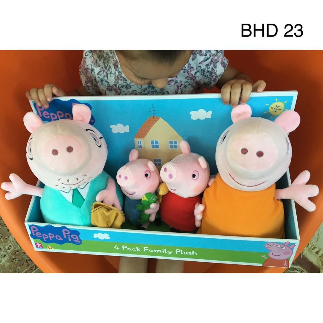 Peppa Pig Family Soft Plush Toys This Cute Family Of Peppa Pig Are Super Soft And Cuddly Daddy Pig And Mum Peppa Pig Plush Peppa Pig Family Giant Teddy Bear [ 1080 x 1080 Pixel ]