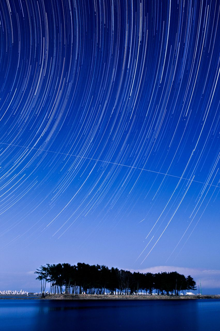Raining stars at Solsum (Island Sol). Kangwondo. South #Korea > 별비가 내리는 아름다운 강원도의 밤, 삼척 솔섬
