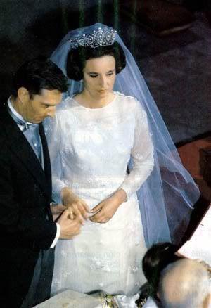 Pilar De Borbón Y Luis Gómez Acebo Royal Wedding Gowns Royal Wedding Dress Royal Brides