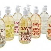 Från LCDP kommer serien Savon de Marseille Extra Pur. En Flytande tvål i pumpflaska med mild doft. Härligt mjuk och väldoftande som mjukgör och vårdar dina händer. Perfekt för att passa på ett mindre handfat eller för små barnhänder… 140 kr/st