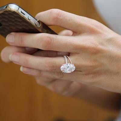 Blake Lively's gorgeous oval pink diamond ring | B ...