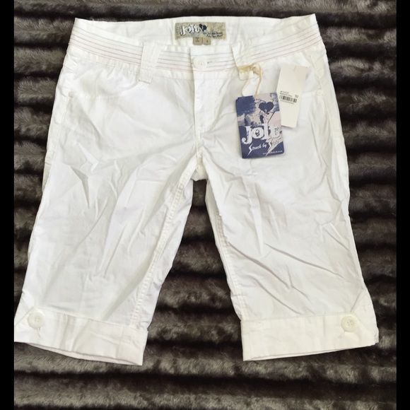 """NWT Jolt White Bermuda Shorts Size 3 New with tags white Jolt button cuff Bermuda length shorts. Size 3. Approx. 12 1/2 inseam and 7"""" rise. Had cute button detail on back pockets. Button and zipper waist. 97% cotton and 3% spandex for some stretch. Smoke free home. Jolt Shorts Bermudas"""