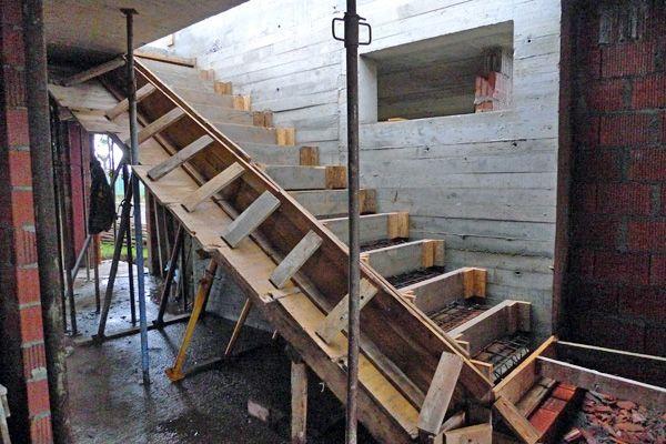 Construcci n de una escalera volada ad arquitectura for Construccion de escaleras metalicas