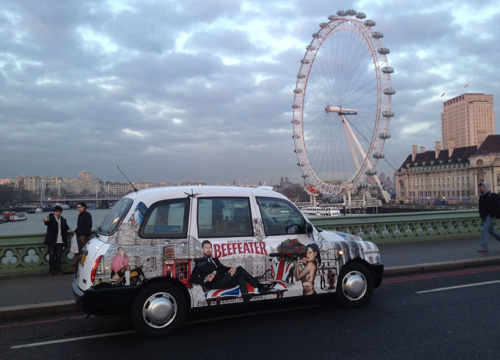 Taxi Advertising Campaigns Beefeater Gin Full Livery Taxi London Uk Taxi Advertising Outdoor Advertising London Taxi