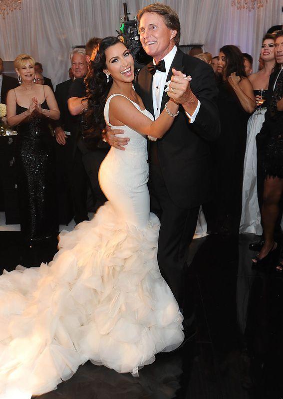 Take A Look Back At Kim Kardashian S Extravagant Wedding Kim Kardashian Wedding Dress Kardashian Wedding Kim Kardashian Wedding