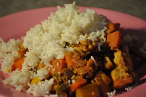 tomato-peanut curry with cauliflower, potato, endive, lentils & paneer