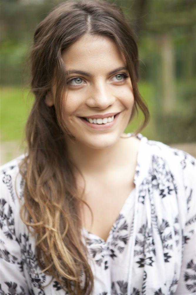 Sarra Malavazzi- Fiche Artiste  - Artiste interprète - AgencesArtistiques.com : la plateforme des agences artistiques