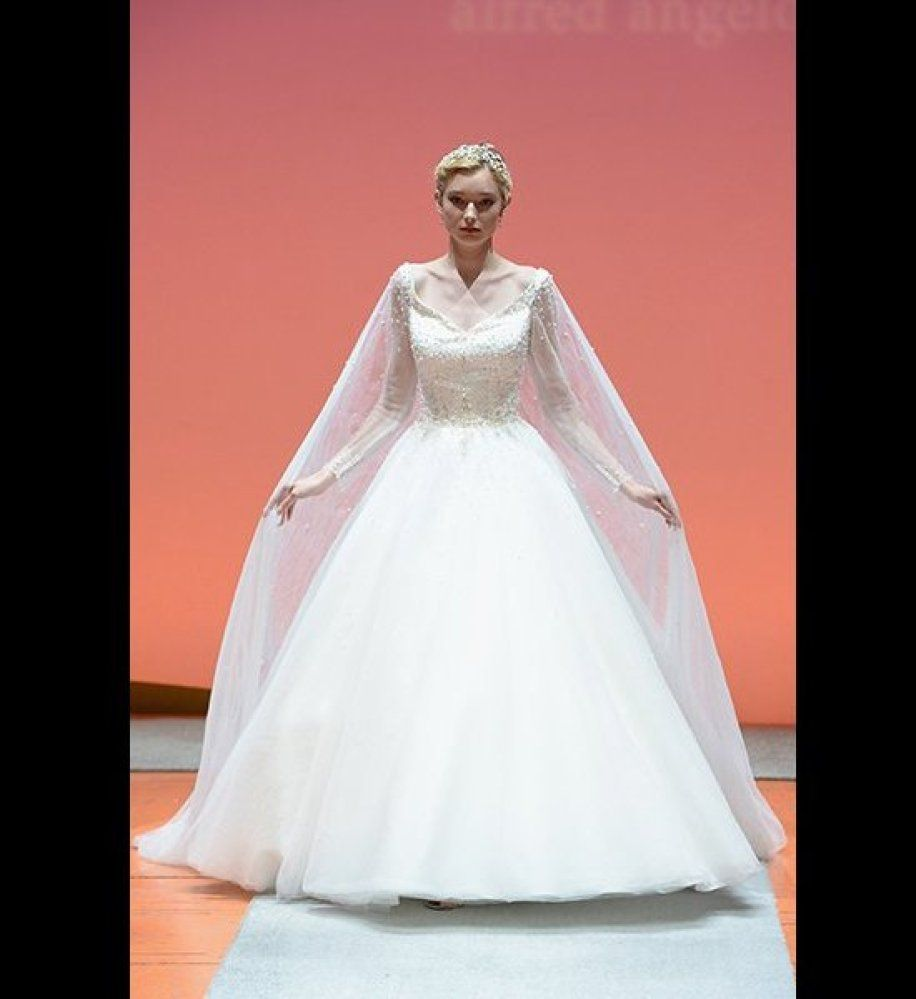 9 Wedding Gowns Inspired By Disney Princesses | Gowns, Princess ...
