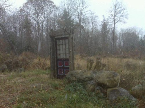 """-So, I've had this pinned for a while and I was going through my boards and doing some organizing. Saw this and thought, """"omg I need a Tardis door that leads from a walled garden out into the wilds. That would be AMAZING"""" cc"""