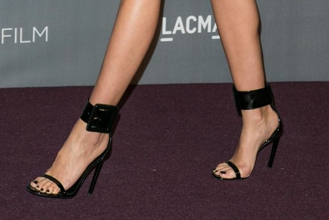 I'm assuming these are Gucci shoes on Cammy D as her dress was designed by them. I have a thing for buckles...