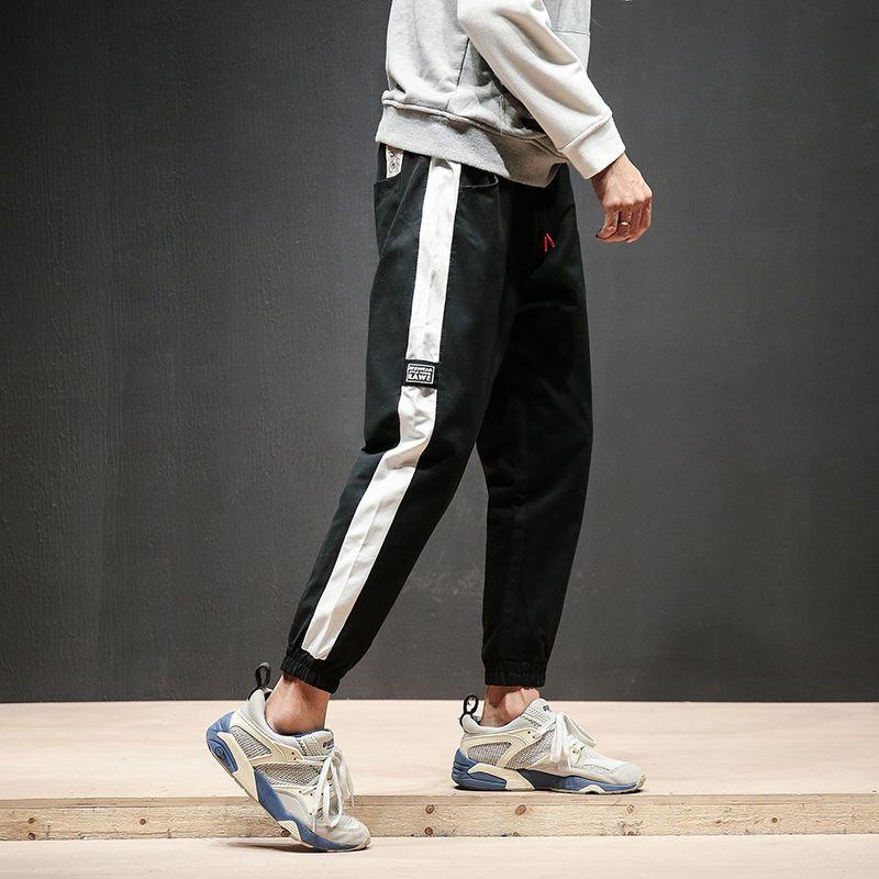 Stylizacja Nr 232 Czapka Z Daszkiem Bluza Bez Kaptura Spodnie Dresowe Buty Sneakersy Street Style Style Normcore
