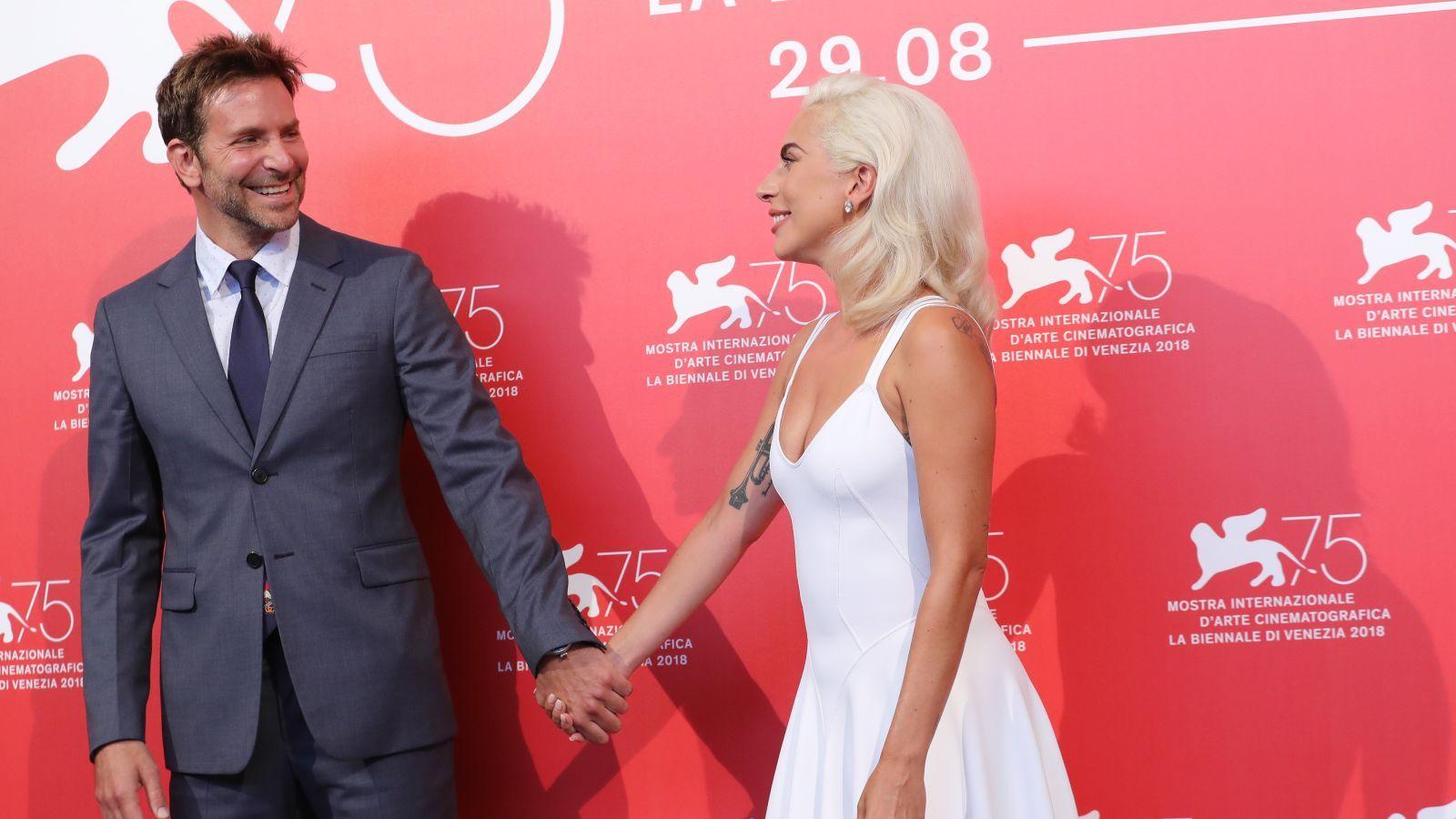 برادلي كوبر في موعد الغرامي وكيف أصبحت ليدي غاغا رجل بالستين صور Lady Lady Gaga Premiere
