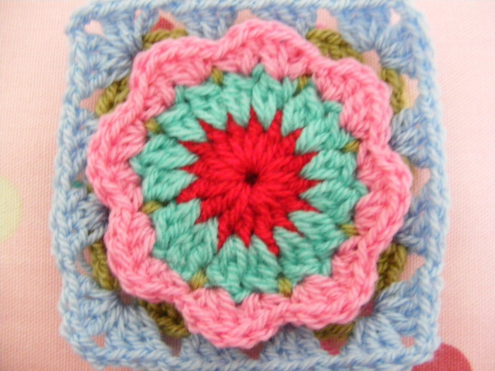 pinkfluffywarrior: Circle in a granny square // Flower in a granny ...