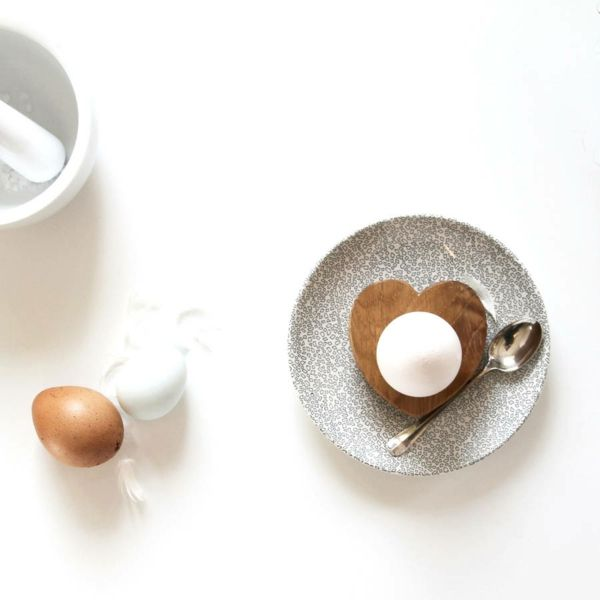 holz-eierbecher ostergeschenke Hop&Peck herz