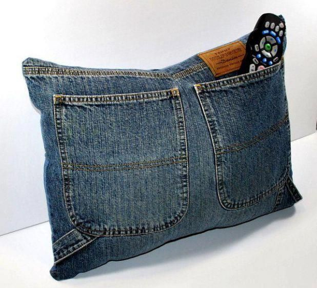 Sugestão para reutilização de jeans, almofada com bolso porta-controle...