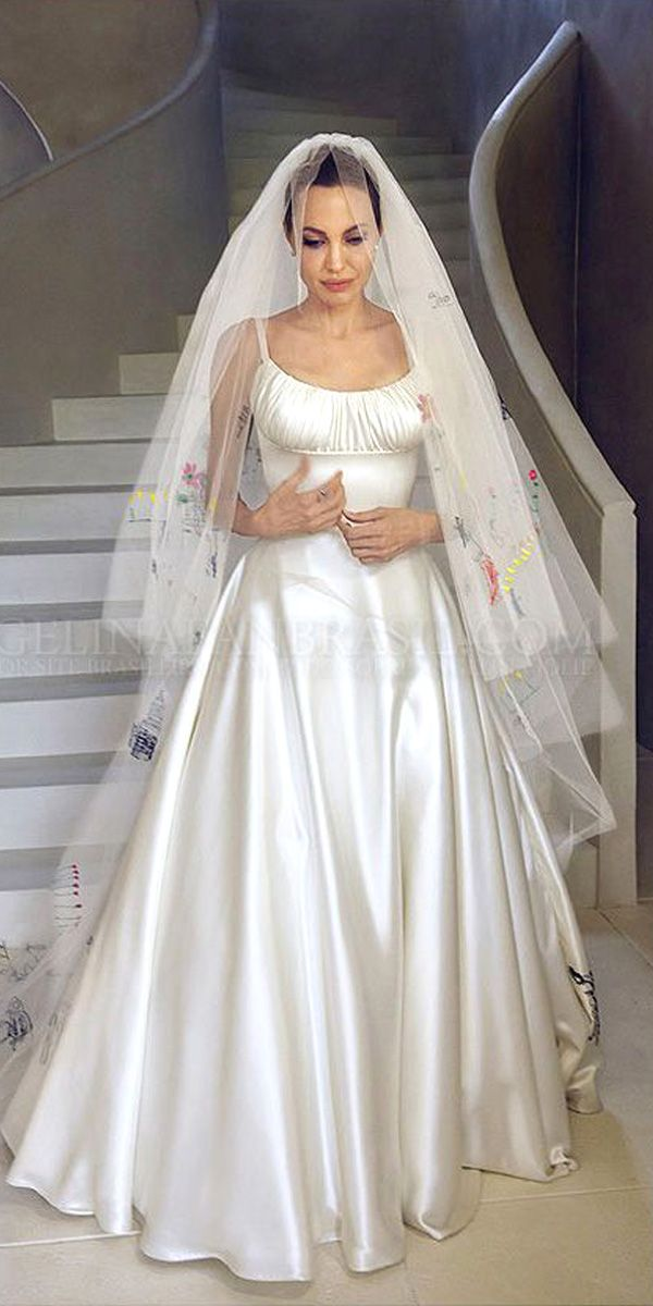 Angelina Jolie Wedding Dress And It S Twins Wedding Forward Angelina Jolie Wedding Dress Angelina Jolie Wedding Wedding Dress Trends