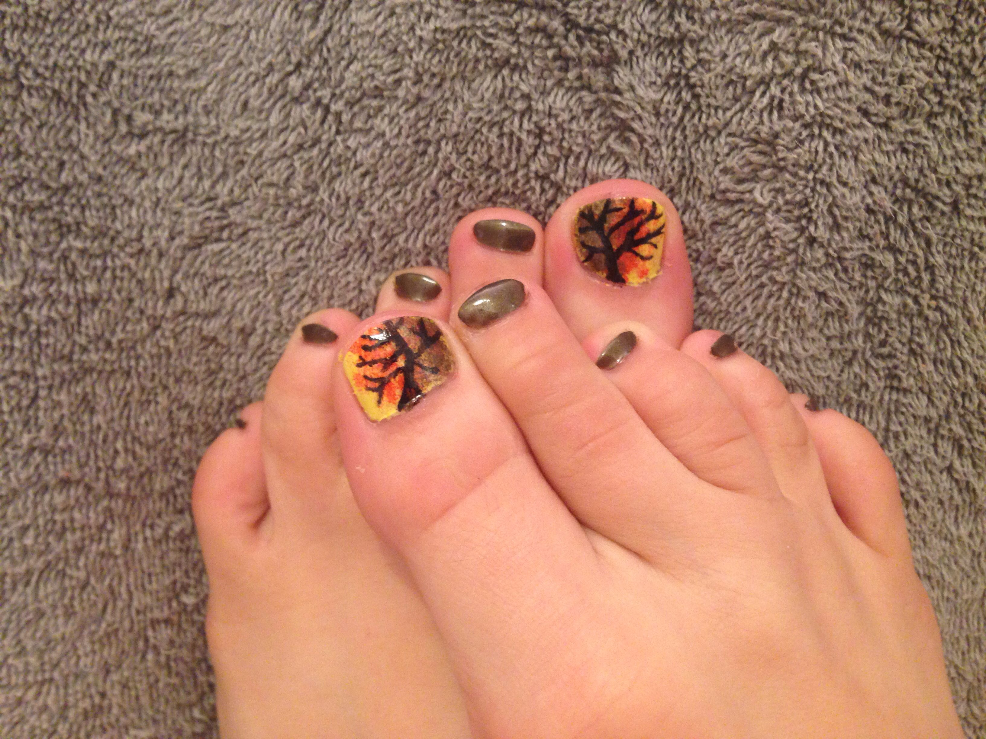 spoookyy tree nails!! :)) (don\'t notice the fact that I have ugly ...