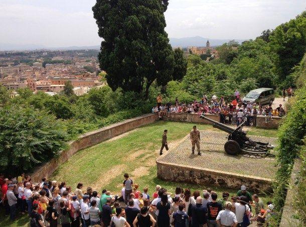 Il Cannone Del Gianicolo Spara Ogni Giorno A Mezzogiorno