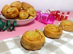 Gli arancini marchigiani sono un dolce tipico preparato durante il Carnevale. Sono fatti con una pasta fritta ripiena di zucchero e scorzette di arancio.