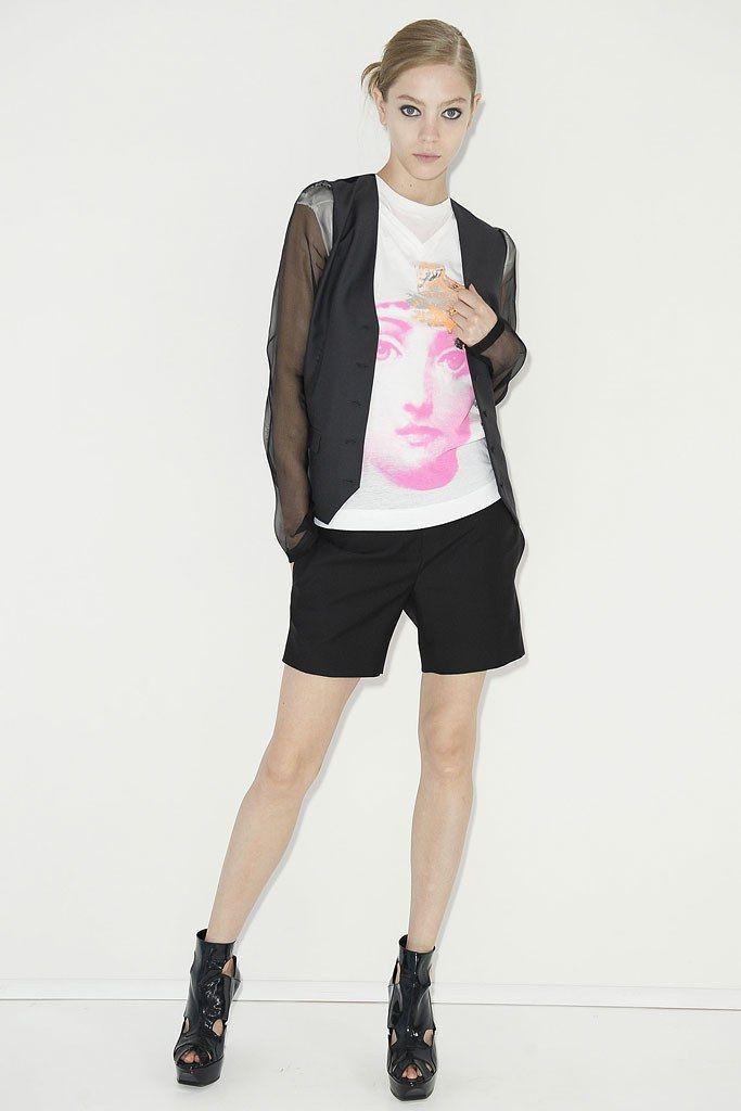Hanii Y Spring 2009 Ready-to-Wear Fashion Show - Veronika Antsipava