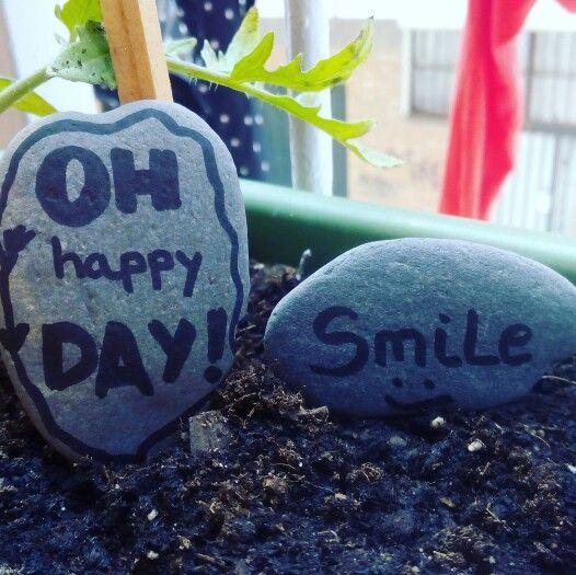 Piedras decoradas. Oh happy day. Smile.