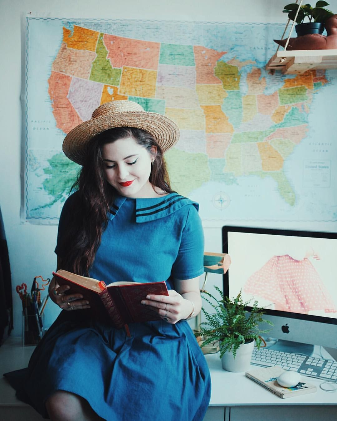 I've partnered with @randmcnallyofficial to show off how perfect their maps are for your home! I love how bright this one makes the desk and it really gets you daydreaming for travel and road trips!