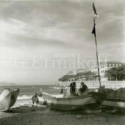 br.pinterest.com400 × 398Pesquisa por imagem Praia de Copacabana. Colônia de Pescadores do Posto 6, Forte de Copacabana ao fundo