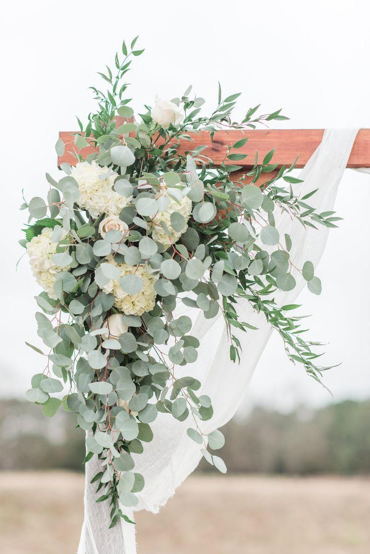 Arbor Corner piece - Alle weißen Blumen & Grün - Hortensien, Rosen, Eucalytpu - Blumen Blog #allwhite