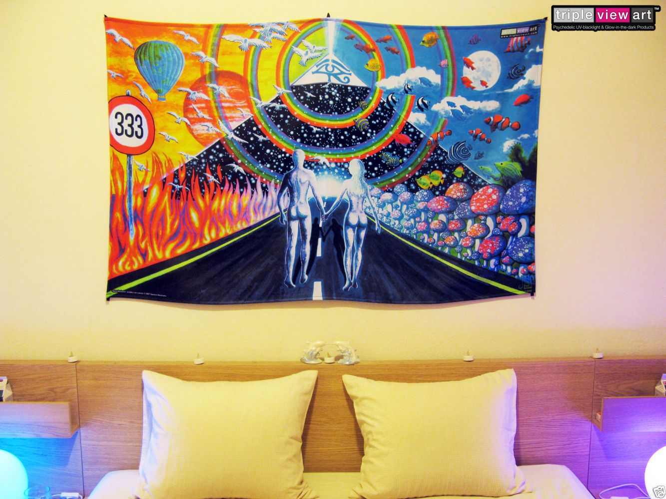 COUPLE PYRAMID Psychedelic Art UV Blacklight Tapestry Wall Hanging ...