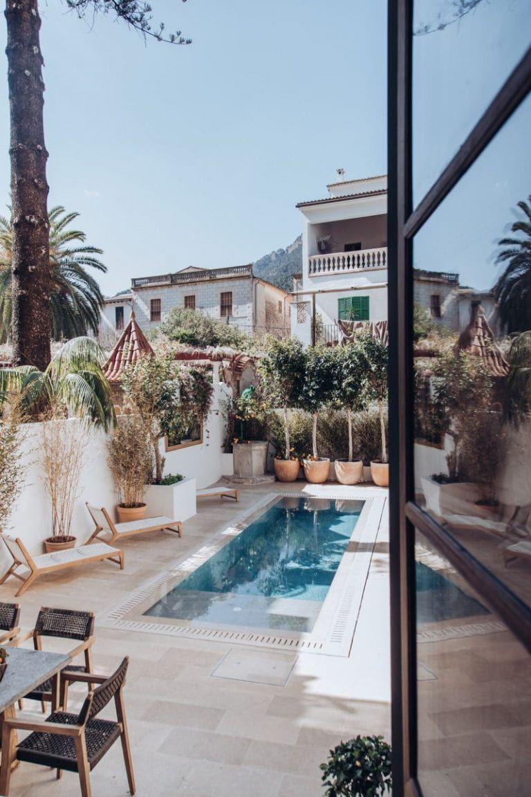 Una Casa De Pueblo Espectacular En El Corazón De Sóller Mallorca Delikatissen Casa De Pueblo Apartamentos De Lujo Mansiones De Lujo