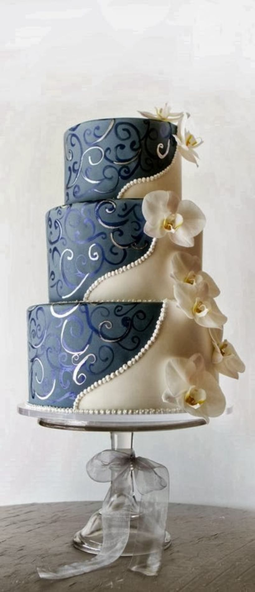 Traditional wedding decor blue and white   Gorgeous Winter Wedding Cakes Ideas Trends in  in