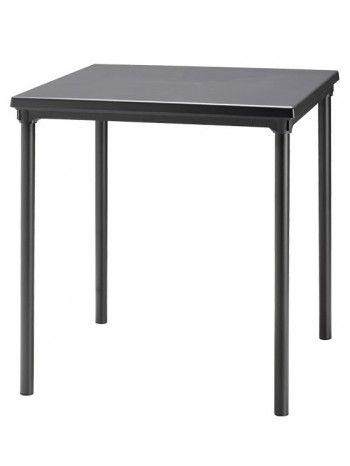 Raffinato tavolo per esterno, realizzato con piano liscio