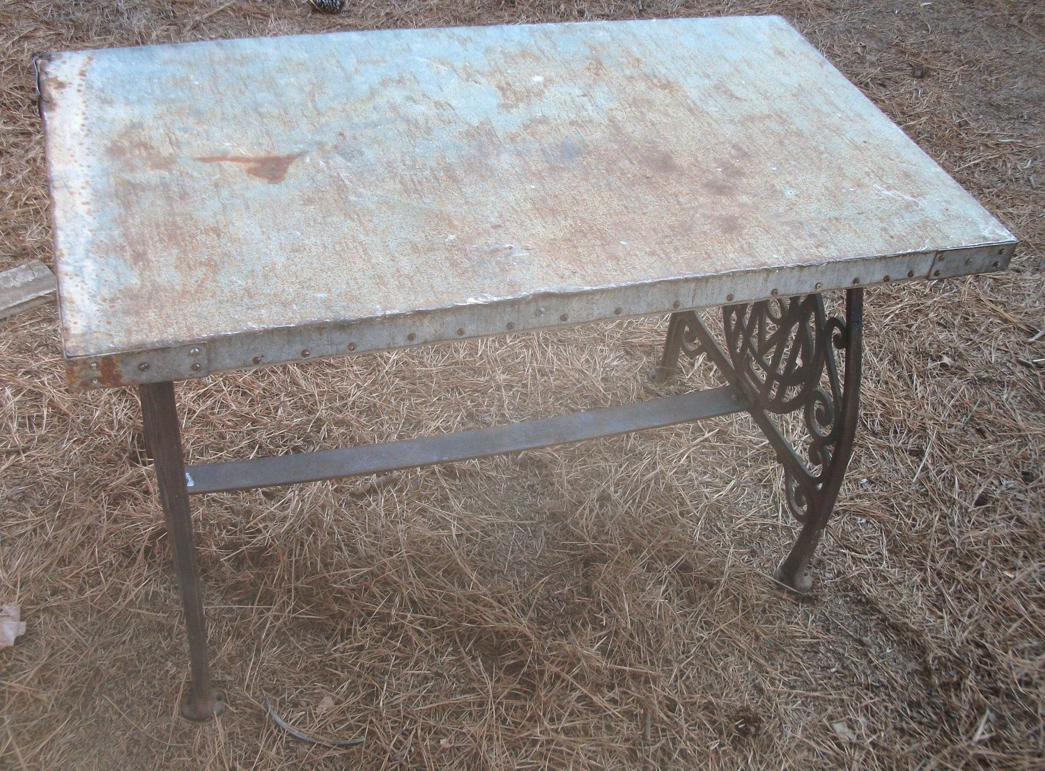 Antique Old 38 X 21 Galvanized Metal Table Top With Cast Iron Sewing Machine Legs 165 00 Via Etsy Metal Table Top Rustic Furniture Galvanized Metal