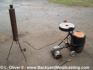 Backyard Metal Casting Furnace homemade furnace uses waste oil as fuel and reaches temperatures