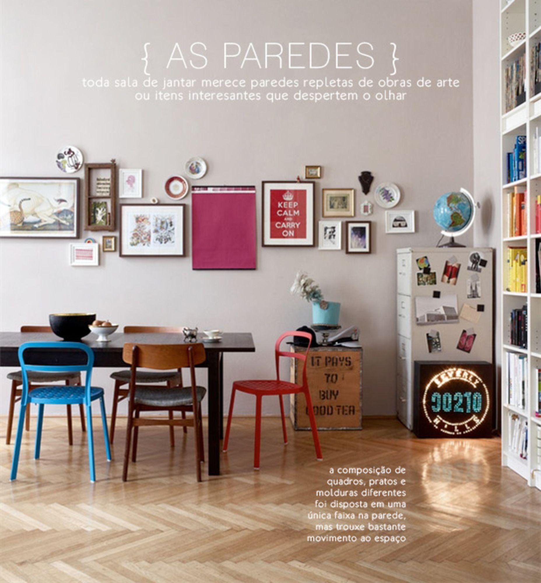 quadros e pratos na parede da sala de jantar