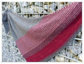 Photo of This super light and guaranteed scratch-free triangular scarf can be variably …