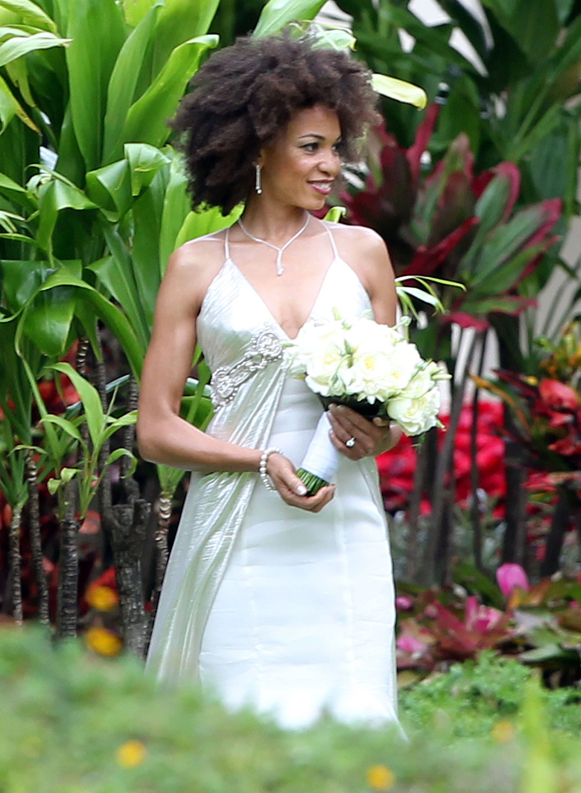 Pics carlos santanaus new wife in her gown before gorgeous hawaii