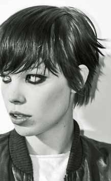 Alice Glass With Images Short Hair Styles Hair Crystal Castle