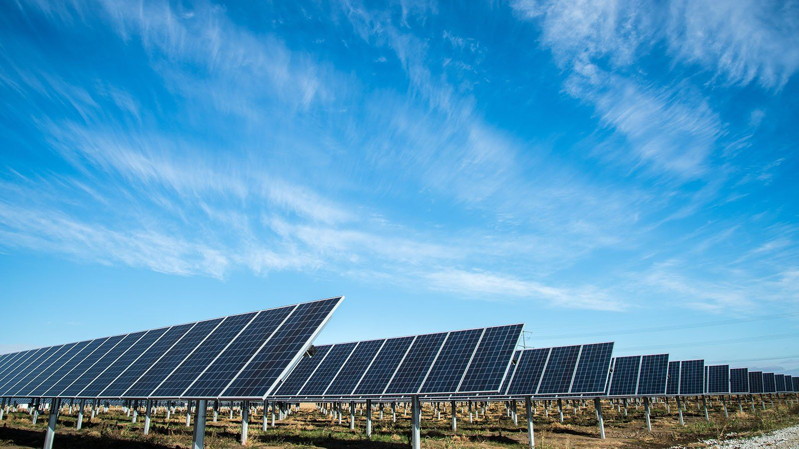 China Is Installing A Bewildering And Potentially Troublesome Amount Of Solar Capacity Paneles Solares Energia Solar Landscape Arquitecture